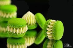 Macarons con merengue italiano, rellenos de buttercream de lima