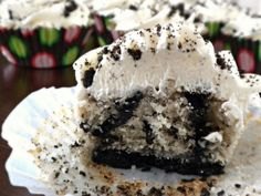 Oreo Cupcakes!!!! Let me just say i cannot stop staring at this.