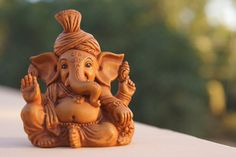 Little Ganesha statue Something to keep in your purse or wallet every day to remind you and keep you grounded. Lord Ganesha, Clay Ganesha, Ganesha Art, Ganesha Painting, Lord Shiva, Ganesh Statue, Tantra, Om Gam Ganapataye Namaha, Ganesh Idol
