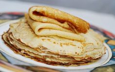 Easy Crepes stuffed with Jam or Fruit Preserves. I provide the recipe for how to make crepes from scratch. The easiest way to fill the crepes is to just use berry or fruit jam. Easy Crepe Recipe, Crepe Recipes, Brunch Recipes, Breakfast Recipes, Dessert Recipes, Coconut Flour Crepes, Crepes Vegan, Apple Crepes, Delicious Desserts