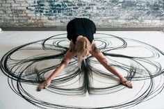 Part dance and part drawing, these grueling physical performances by artist Heather Hansen result into beautiful symmetrical charcoal drawings that fill an entire canvas. http://www.thisiscolossal.com/2014/01/emptied-gestures-heather-hansen/