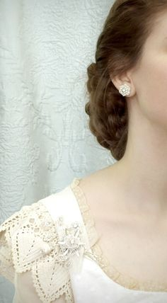 LOVE these wedding earrings