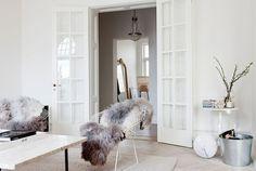 bertoia diamond chair w/ fur Style At Home, Interior Inspiration, Room Inspiration, Design Inspiration, Interior Ideas, Design Ideas, Interior Styling, Interior Decorating, Decorating Ideas