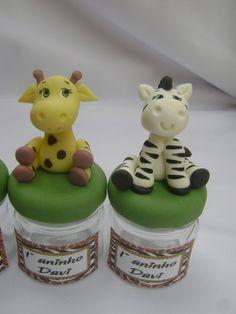 Lembrancinha Safari Mini potinho com bichinhos do safari decorado na tampa. Acompanha tag adesivo personalizado. (não incluso recheio)