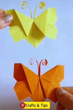 origami butterflies how to make a paper butterfly easy origami Crochetforn Tesettür Çanta Modelleri 2020 Paper Crafts Origami, Paper Crafts For Kids, Origami Easy, Diy Arts And Crafts, Creative Crafts, Diy Paper, Fun Crafts, Paper Art, Origami Butterfly