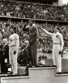 Jesse Owens, 1936 Olympics in Germany - Pissing off Hitler! Jesse Owens, the son of a sharecropper and grandson of slaves, won a record 4 gold medals at the 1936 games, annihilating the racist myth of white superiority in the presence of Adolph Hitler. 1936 Olympics, Berlin Olympics, Summer Olympics, Special Olympics, Jesse Owens, Foto Picture, Photos Rares, Long Jump, Interesting History