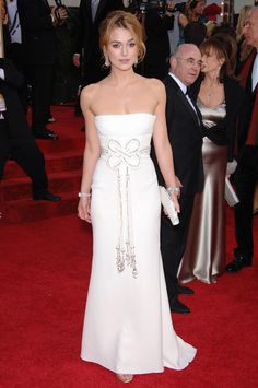 Keira Knightley in white Valentino dress ~ Annual Golden Globe Awards, 2006 Pretty Wedding Dresses, Elegant Dresses, Formal Dresses, Keira Knightley, Golden Globe Award, Golden Globes, Valentino Dress, Beautiful Outfits, Beautiful Clothes