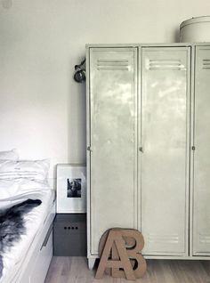 Daniella Witte The Design Files weekday carnival ALE BESSO homelife via 79 Ideas . Industrial Lockers, Metal Lockers, Industrial Style, Industrial Living, Home Bedroom, Home Living Room, Tall Cabinet Storage, Locker Storage, Vintage Lockers