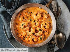 Recette Crevettes au lait de coco et curcuma. Ingrédients (4 personnes) : 1,2 kg de crevettes roses crues, 25 cl de lait de coco, 25 cl de crème liquide... - Découvrez toutes nos idées de repas et recettes sur Cuisine Actuelle Low Carb Diets, Leaky Gut, Shrimp Recipes, Snack Recipes, Chicken Recipes, Shrimp Coconut Milk, Food Porn, Good Food, Yummy Food
