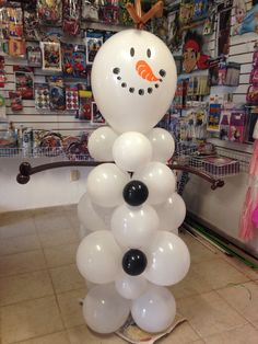 Snowman Olaf Balloon decoration Frozen party. Color olaf's face on top balloon