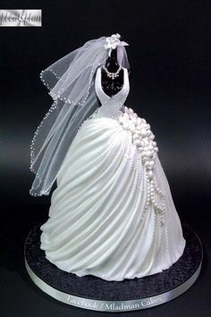 Wedding Dress Cake b
