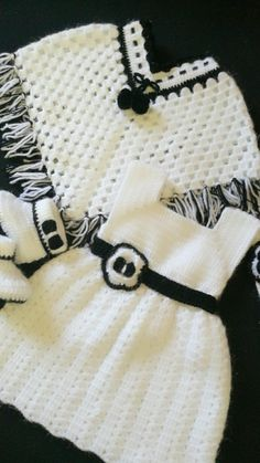 Catarina Crochet Baby Poncho, Crochet Baby Dress Pattern, Baby Girl Crochet, Crochet Baby Clothes, Baby Knitting Patterns, Crochet For Kids, Baby Patterns, Knit Crochet, Crochet Patterns