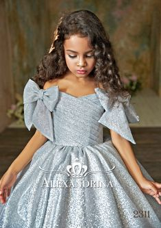 Elegant dress for kids Children dress # dressy kids dress # Put on girls # luxurious clothes Gowns For Girls, Dresses Kids Girl, Kids Outfits, Flower Girl Dresses, Dress For Little Girls, Little Girl Gowns, Baby Girl Party Dresses, Girls Pageant Dresses, Dress Party
