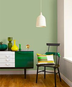 Combine sage green accents with a light sage green paint into your living room decor i Décor Aid Sage Living Room, Sage Bedroom, Bedroom Green, Green Rooms, Living Room Paint, New Living Room, Living Room Decor, Bedroom Decor, Sage Green Paint