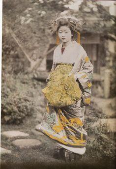 VINTAGE OIRAN Japanese Photography, Old Photography, Vintage Photographs, Vintage Photos, Samurai, Costumes Japan, Taisho Period, Cherry Blossom Girl, Memoirs Of A Geisha