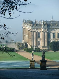 Versailles, Beautiful Buildings, Beautiful Places, Places To Travel, Places To See, Chatsworth House, Belle Villa, England And Scotland, English Countryside