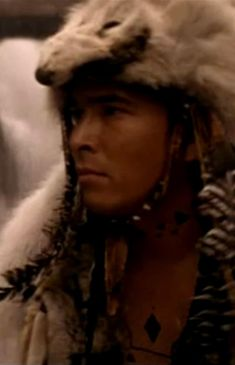 Red Indian, Indian Man, Native Indian, Native American Men, Native American Artwork, American Indians, Eric Schweig, Beautiful Men, Beautiful People