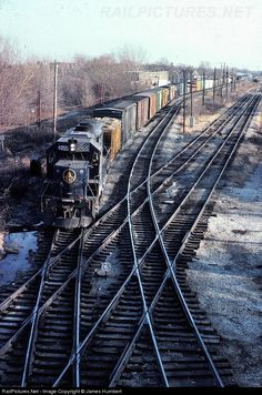 RailPictures.Net Photo: B&O 4055 Baltimore & Ohio (B&O) EMD GP40 at Riverdale, Illinois by James Humbert