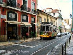 Turista di mestiere: Diario di Viaggio: Lisbona decadente, romantica e ...