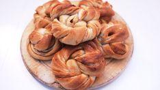 Kanelsnurrer uten egg og melk Bread Recipes, Vegan Recipes, Vegan Desserts, Vegan Food, Apple Pie, Sweet Tooth, Garlic, Bakery, Good Food