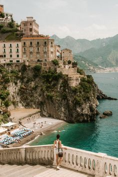 Use these Amalfi Coast budget tips to save money when visiting one of the most expensive parts of Italy!