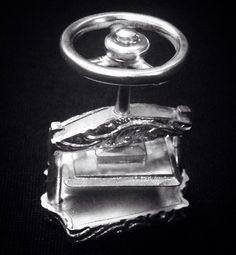 Reproducción miniatura en plata de prensa de encuadernación.  Bookbinding press, hand made, silver .950