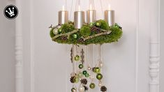 DIY- Adventskranz selber machen   aus Moos, Zapfen, Zweigen und Glaskuge...
