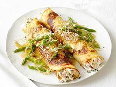 Chicken & Asparagus Crepes from Food Network. Side note - I'm going to make my own crepes none of this store bought stuff! Chicken Crepes, Chicken Asparagus, Fresh Asparagus, Chicken Salad, Rosemary Chicken, Crepes Rellenos, Food Network Recipes, Cooking Recipes, Cooking Tips