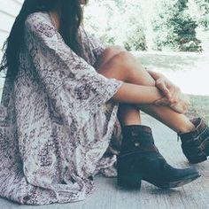 printed kimono + leather booties | modern bohemian style