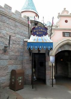Did you know there is an attraction inside the castle at Disneyland? Join us for a tour of the Sleeping Beauty castle walk-through! Disney Day, Disney Food, Disney Parks, Disney Stuff, Disneyland Tours, Disneyland Castle, Sleeping Beauty Castle, Disney Vacations, Attraction