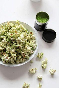 Sweet matcha green tea popcorn! Click through for recipe. #greentea #matcha #popcorn #easysnack www.adagio.com