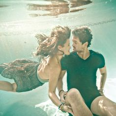 Underwater engagement photo session idea~so cute!