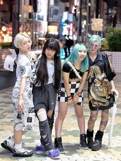 Alisa, Mei, Kathy, and Ena in Harajuku at M.Y.O.B NYC x DVMVGE popup shop opening. (Tokyo Fashion, 2015)