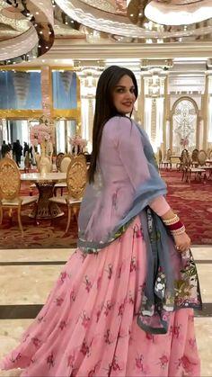 Bridal Lehenga Images, Lehenga Choli Wedding, Designer Bridal Lehenga, Indian Bridal Lehenga, Dresses Online Usa, Bridal Dresses Online, Long Dress Design, Bridal Dress Design, Indian Wedding Outfits