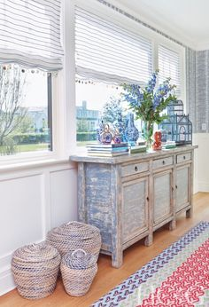 """Designers Anne Tarasoff and her daughters, Gail Tarasoff-Sutton and Karyn Tarasoff, fell so hard for three different blue-and-white wallpapers from Thibaut that they dreamed up a series of rooms around them. """"The patterns work so beautifully because of the similar colors,"""" says Tarasoff-Sutton. """"They really help tie the spaces together."""" The third annual Holiday House Hamptons, a showhouse presented by HC&G that benefits the Breast Cancer Research Foundation."""