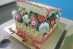 Buttercream Flower Cake Box Class - Cake Baking Classes in Singapore - LessonsGoWhere