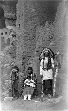 1915 San Juan Indians- cliff dwellings at Manitou, Co