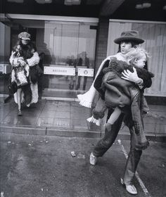 Keith Richards, Anita Pallenberg and their son Marlon at their Newcastle-upon-Tyne hotel, march 1971 (LIFE) Rolling Stones, Like A Rolling Stone, Keith Richards Anita Pallenberg, The Flowers Of Evil, British Rock, Mick Jagger, Lady And Gentlemen, Jimi Hendrix, Newcastle