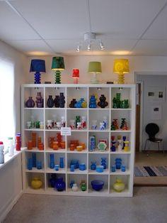 Undantaget i Hulebäck - P-O Ström och Alsterfors bruk Kosta Boda, Retro Art, Glass Collection, Shelving, Glass Art, Living Room, Rum, Interior, Scandinavian