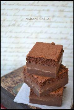 torta magica al cioccolato  Dopo il grande successo della torta magica, non poteva mancare la versione al cioccolato  TORTA MAGICA AL CIOCCOLATO Ricetta di SONIA PERONACI 500 ml di latte intero 125gr di burro …