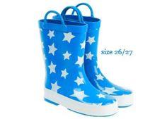 Regenlaarsjes met sterren http://www.zappybaby.be/nl/kinderen/178095/fotospecial-kids-trotseren-de-regen#