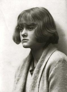 Daphne Du Maurier fotografiada por Ruth Bartlett