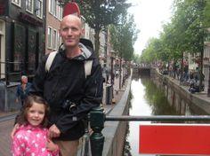 Viajar con niños a Amsterdam: 10 lugares para no perderte. Foto recuerdo de la expedición viajera de Luccio con sus hijos a Amsterdam verano 2012