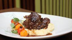 Galeria - Open Brasserie Mediterrânica | Lisboa | Brasserie Mediterrânica  Bochechas de porco preto com polenta cremosa, abóbora e tomate assado