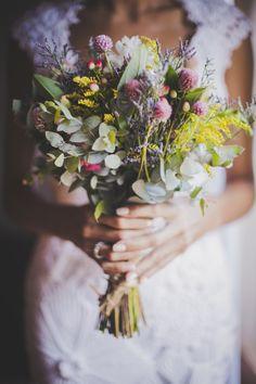 Bouquet de noiva rústico, colorido e elegante feito pela Katia Criscuolo