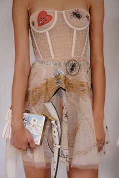 Eye love brooch- inspired by Simply j'adore DIOR Fashion Details, Love Fashion, High Fashion, Fashion Show, Fashion Design, Winter Fashion, Couture Fashion, Runway Fashion, Womens Fashion