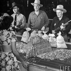 Three police officers guarding $ 500,000 in silver coins, Las Vegas, 1943