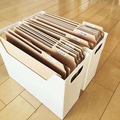 IGで拝見するステキな収納を見習って。 ずっとやりたかった取扱説明書の収納。  とはいえ、 テプラー無いので手書き 無印のファイルボックスではなく100均のボックス(家族しか見ないからいっか!とお金をかけず…^^;) それでも引き出しにごっちゃごちゃになっていた書類がかなりスッキリ!  #取扱説明書 #収納 #断捨離 #無印良品 #100均 #instaphoto