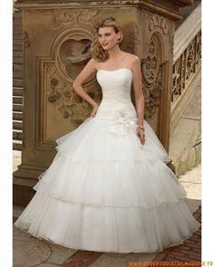 Style robe de mariée bustier bouffante ornée de fleur en organdi