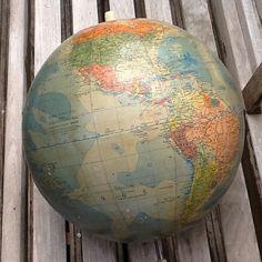 Hey, j'ai trouvé ce super article sur Etsy, chez https://www.etsy.com/fr/listing/231910252/globe-terrestre-en-carton-sans-pied